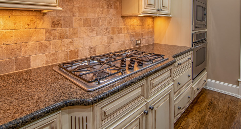 gas-stove-on-kitchen-counter-3773569